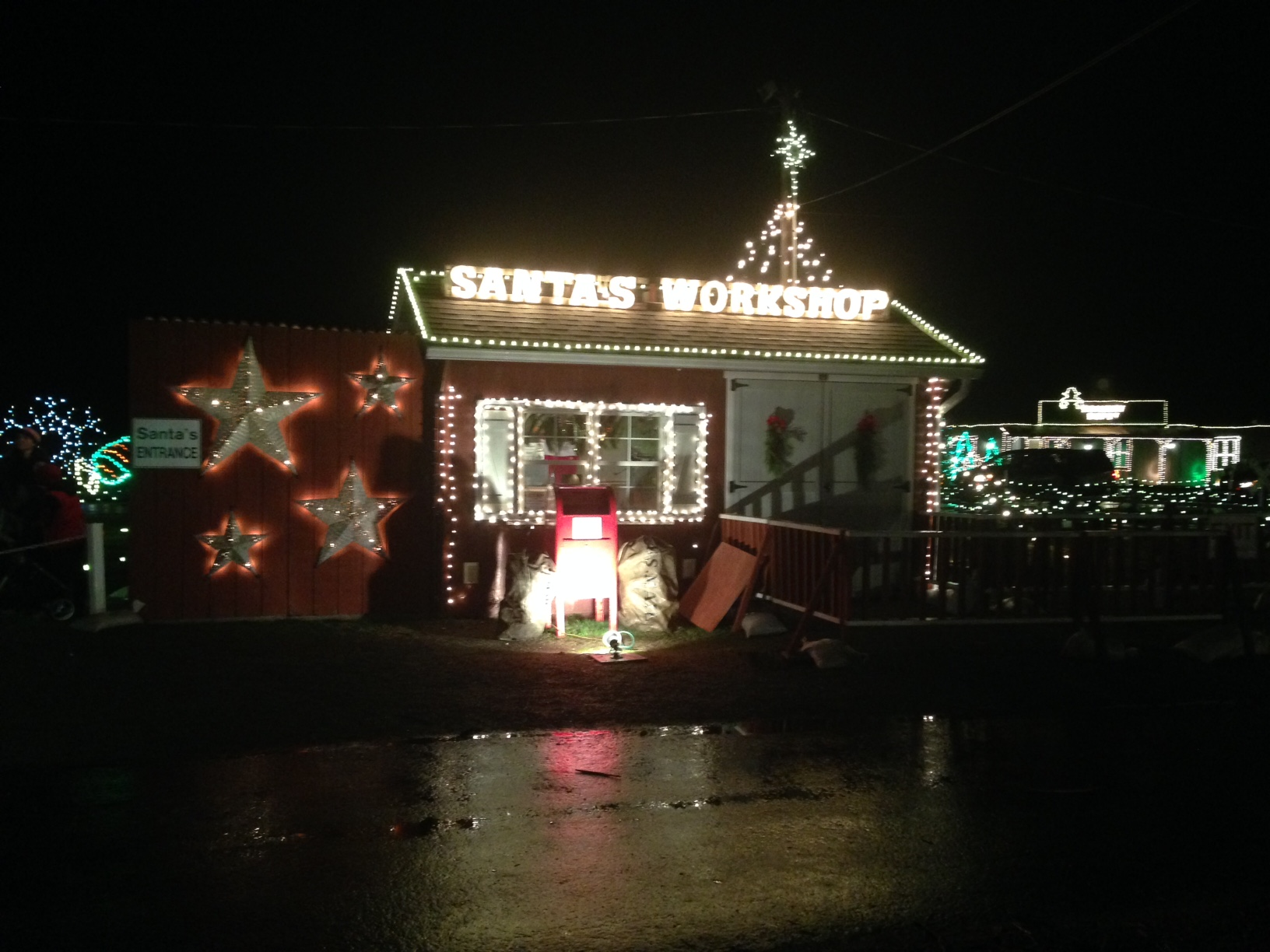 Overlys Christmas Lights.A New Holiday Tradition Overly S Country Christmas